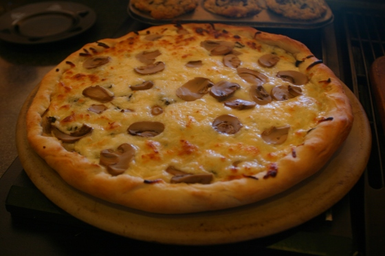 spinach mushroom white pizza
